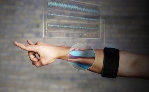 Myo-Armband-Gesture-Control-2014